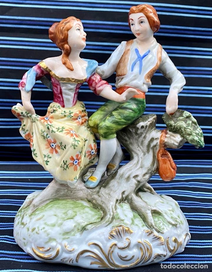 MEISSEN. FIGURA PAREJA PORCELANA ALEMANA MEISSEN (Antigüedades - Porcelana y Cerámica - Alemana - Meissen)
