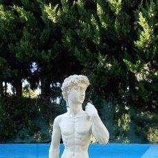 Antigüedades: FIGURA DAVID DE MIGUEL ANGEL EN LA BASE TIENE MARCADO S.P. MIDE CASI 31CM. Lote 272304063