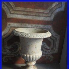 Antigüedades: BONITA COPA DE HIERRO EN TONO BLANCO ENVEJECIDO ALTURA 44 CM. Lote 272443678