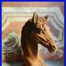 Antigüedades: BONITO CABALLO DE HIERRO ENVEJECIDO EN TONO OXIDO. Lote 272444928