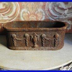 Antigüedades: MACETERO O JARDINERA DE HIERRO CON MOTIVOS IMPERIO. Lote 272445478