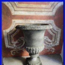 Antigüedades: BONITA COPA DE HIERRO EN TONO GRIS VERDOSO ALTURA 43 CM. Lote 272448153