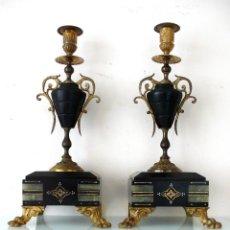 Antigüedades: PAREJA DOS PORTA VELAS FRANCESES NAPOLEON III XIX BRONCE DORADO MARMOL CANDELABRO CANDELERO MARCAS. Lote 272466113