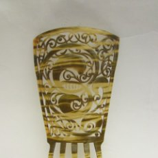 Antigüedades: PEINETA ANTIGUA DE GRAN TAMAÑO EN SIMIL CAREY. Lote 272467028