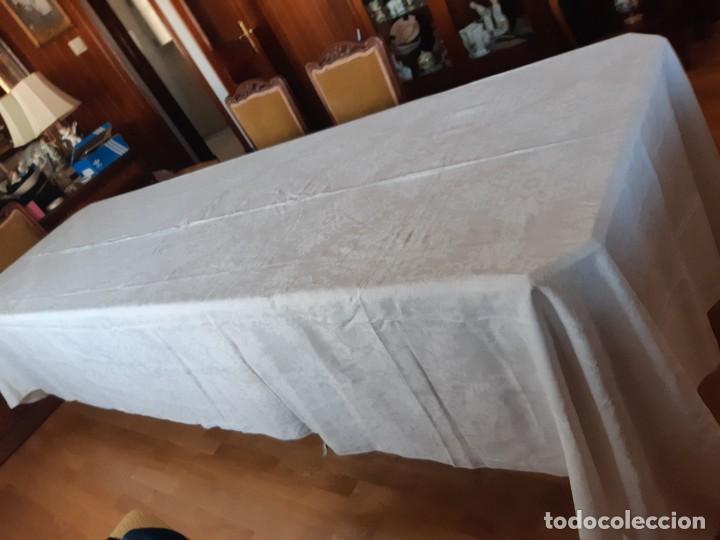 Antigüedades: MUY ANTIGUA Y ESPECIAL MANTELERIA DE HILO ADAMASCADA. 4 METROS DE LARGA X 237 DE ANCHA - Foto 13 - 272478948