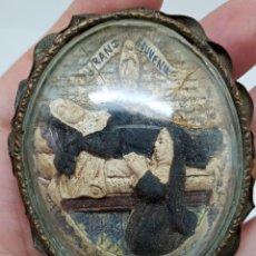 Antigüedades: ANTIGUO RELICARIO TALLADO Y PINTADO A MANO SIGLO XVIII. Lote 272739363