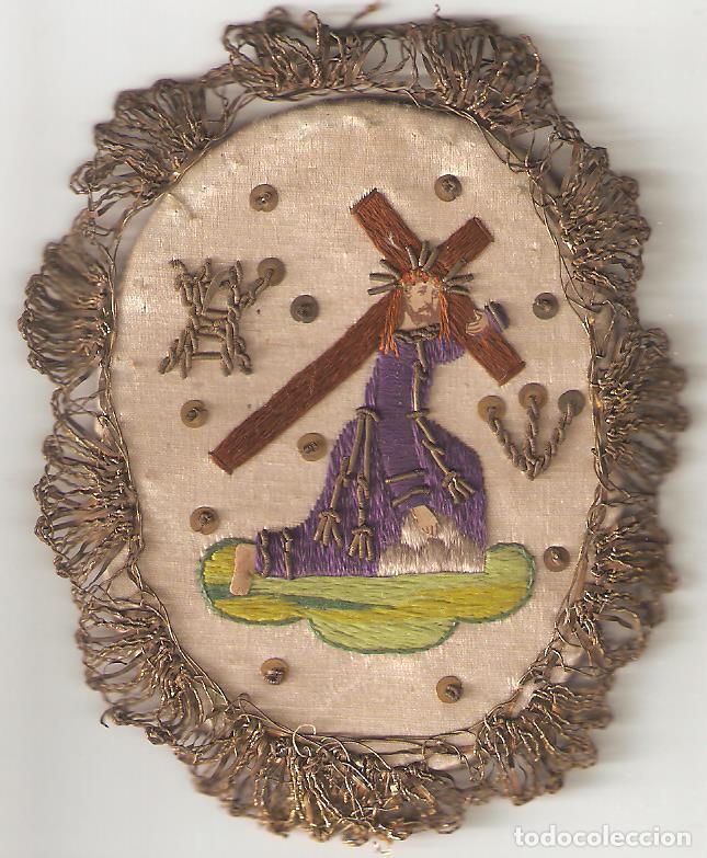ESCAPULARIO S.XIX CRISTO CRUCIFICADO. BORDADO A MANO EN SEDA. (Antigüedades - Religiosas - Escapularios Antiguos)