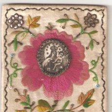 Antigüedades: ESCAPULARIO S.XIX VIRGEN CON EL NIÑO.. BORDADO A MANO EN SEDA Y DETALLES EN PLATA.. Lote 272871703