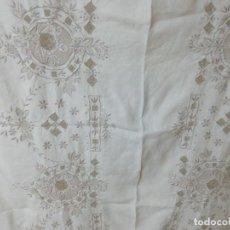 Antigüedades: * MANTEL DE LINO BORDADO A MANO. 2,60M.(RF:390/E). Lote 272902378