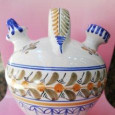 Antigüedades: BOTIJO DE TALAVERA PINTADO A MANO Y FIRMADO. Lote 273100183