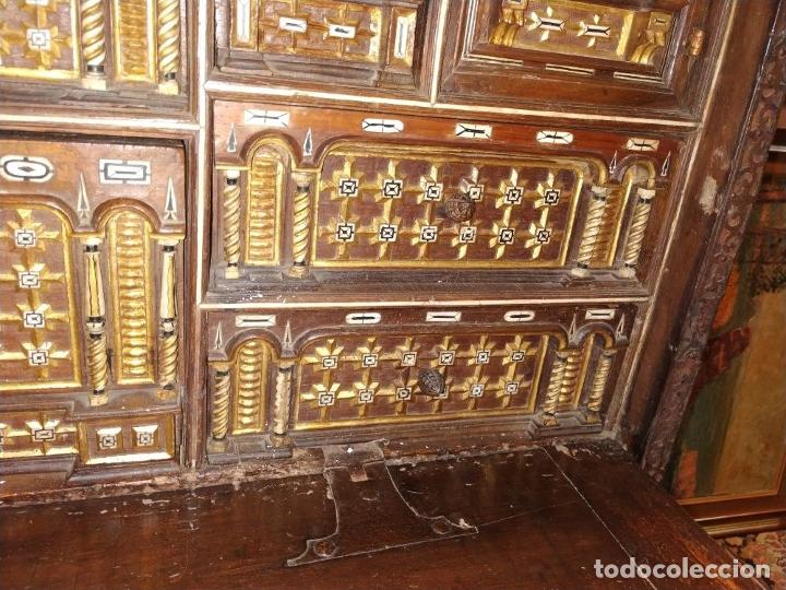 Antigüedades: EXCEPCIONAL BARGUEÑO CASTELLANO. ESTILO VARGAS. NOGAL. HERRAJES ORIGINALES. ESPAÑA. SIGLO XVII - Foto 9 - 273114633
