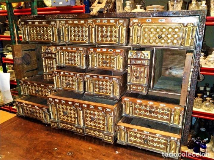 Antigüedades: EXCEPCIONAL BARGUEÑO CASTELLANO. ESTILO VARGAS. NOGAL. HERRAJES ORIGINALES. ESPAÑA. SIGLO XVII - Foto 25 - 273114633