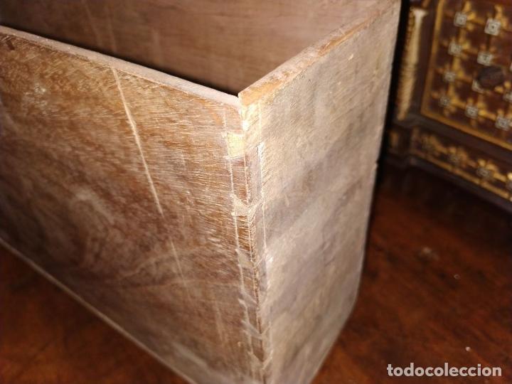 Antigüedades: EXCEPCIONAL BARGUEÑO CASTELLANO. ESTILO VARGAS. NOGAL. HERRAJES ORIGINALES. ESPAÑA. SIGLO XVII - Foto 26 - 273114633