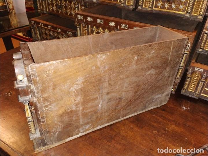 Antigüedades: EXCEPCIONAL BARGUEÑO CASTELLANO. ESTILO VARGAS. NOGAL. HERRAJES ORIGINALES. ESPAÑA. SIGLO XVII - Foto 30 - 273114633