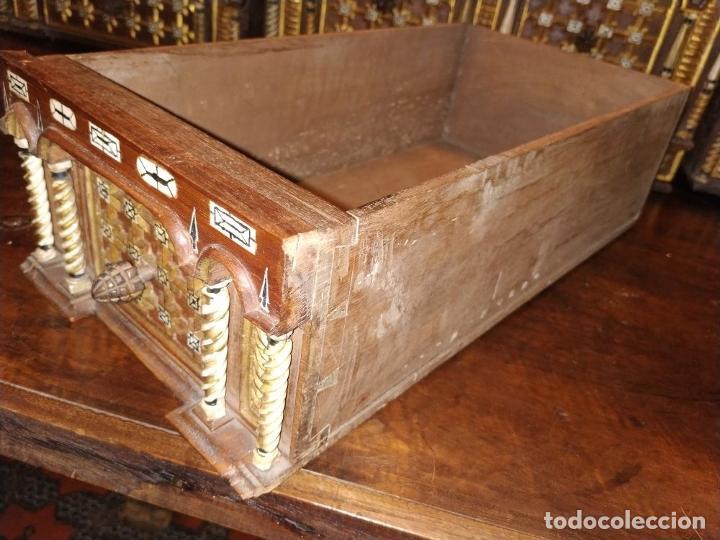 Antigüedades: EXCEPCIONAL BARGUEÑO CASTELLANO. ESTILO VARGAS. NOGAL. HERRAJES ORIGINALES. ESPAÑA. SIGLO XVII - Foto 32 - 273114633