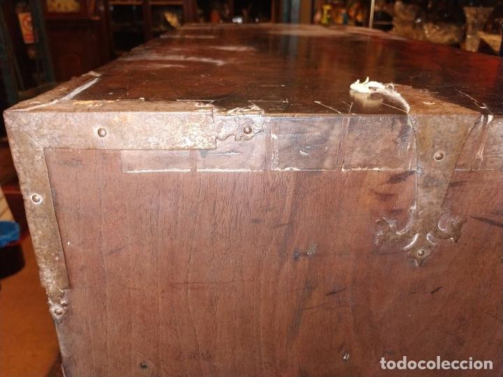 Antigüedades: EXCEPCIONAL BARGUEÑO CASTELLANO. ESTILO VARGAS. NOGAL. HERRAJES ORIGINALES. ESPAÑA. SIGLO XVII - Foto 46 - 273114633
