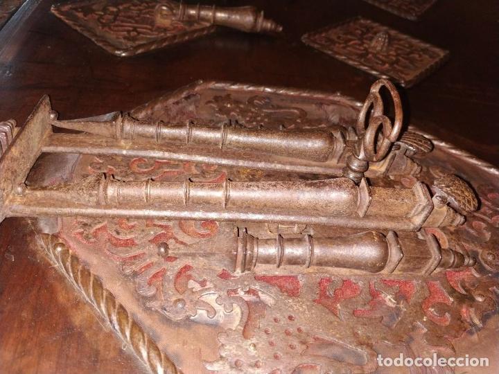 Antigüedades: EXCEPCIONAL BARGUEÑO CASTELLANO. ESTILO VARGAS. NOGAL. HERRAJES ORIGINALES. ESPAÑA. SIGLO XVII - Foto 48 - 273114633