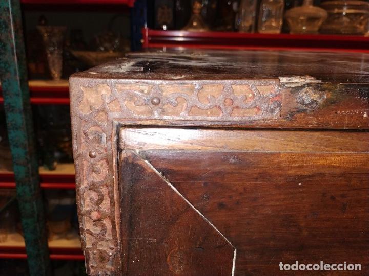 Antigüedades: EXCEPCIONAL BARGUEÑO CASTELLANO. ESTILO VARGAS. NOGAL. HERRAJES ORIGINALES. ESPAÑA. SIGLO XVII - Foto 51 - 273114633