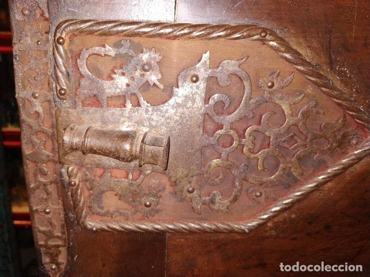 Antigüedades: EXCEPCIONAL BARGUEÑO CASTELLANO. ESTILO VARGAS. NOGAL. HERRAJES ORIGINALES. ESPAÑA. SIGLO XVII - Foto 63 - 273114633
