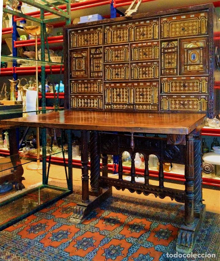 EXCEPCIONAL BARGUEÑO CASTELLANO. ESTILO VARGAS. NOGAL. HERRAJES ORIGINALES. ESPAÑA. SIGLO XVII (Antigüedades - Muebles Antiguos - Bargueños Antiguos)
