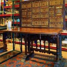 Antigüedades: EXCEPCIONAL BARGUEÑO CASTELLANO. ESTILO VARGAS. NOGAL. HERRAJES ORIGINALES. ESPAÑA. SIGLO XVII. Lote 273114633