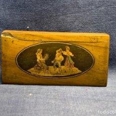 Antigüedades: CAJA MADERA MARQUETERIA ITALIA SORRENTO S XIX XX BAILES POPULARES MADERA OLIVO TEÑIDA 7X13X3CMS. Lote 273120648