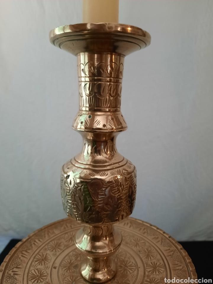Antigüedades: Candelabro candelero de Altar liturgia bronce repujado pareja. - Foto 5 - 268992154