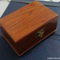 Antigüedades: CAJA DE MADERA . COFRE CON TELA DE SEDA. Lote 273321608