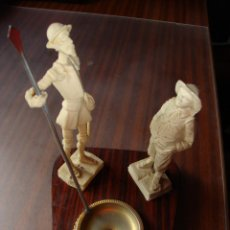Antigüedades: ANT. FIGURA DON QUIJOTE Y SANCHO PANZA EN FIBRA CON BASE DE MÁDERA DECORADA EN EL BORDE ALTURA 17 CM. Lote 273327018