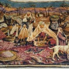 Antigüedades: ANTIGUO Y GRAN TAPIZ ÁRABE ORIENTAL: PREPARANDO COMIDA EN EL CAMPAMENTO BEREBER.. Lote 273340733