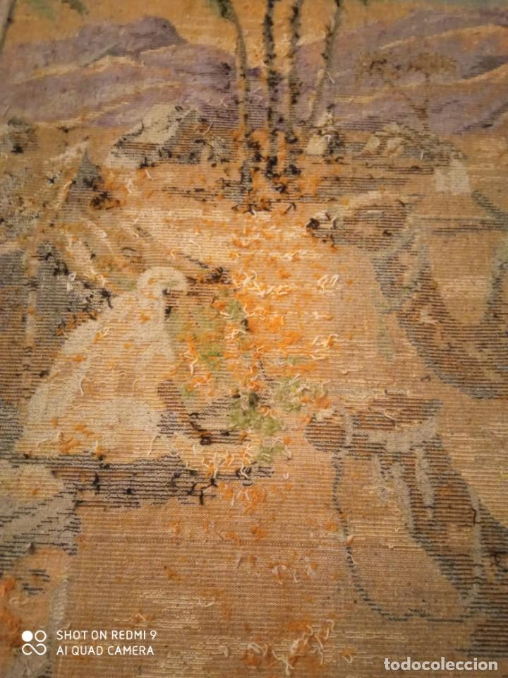 Antigüedades: Antiguo y gran tapiz árabe oriental: preparando comida en el campamento bereber. - Foto 14 - 273340733