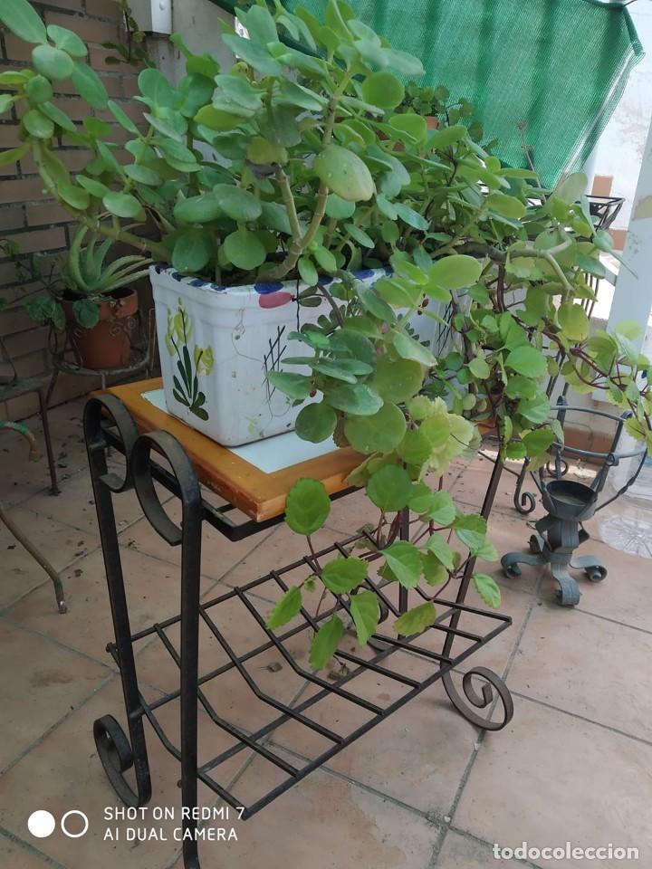 Antigüedades: clasico macetero hierro con mesa madera azulejos, terraza, jardin macetero, jardinera, mesita - Foto 3 - 273457708