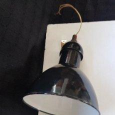 Antigüedades: LAMPARA NEGRA ESMALTADA TIPO INDUSTRIAL. Lote 273609638