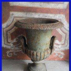 Antigüedades: ANTIGUA COPA DE HIERRO EN TONO VERDOSO, MIDE 43 CM DE ALTA. Lote 273975318
