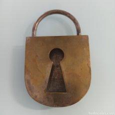 Antigüedades: CENICERO EN FORMA DE CANDADO. Lote 273994148