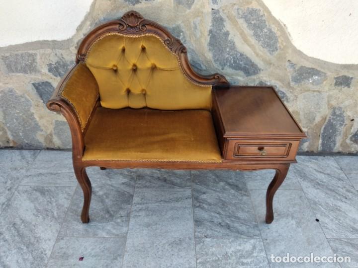 Antigüedades: Antiguo sofá con mesa para teléfono con 1 cajón, estilo isabelino ,madera noble. sirca 1930 - Foto 2 - 274182758