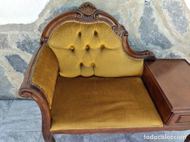 Antigüedades: Antiguo sofá con mesa para teléfono con 1 cajón, estilo isabelino ,madera noble. sirca 1930 - Foto 4 - 274182758