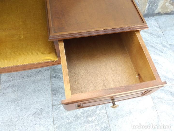 Antigüedades: Antiguo sofá con mesa para teléfono con 1 cajón, estilo isabelino ,madera noble. sirca 1930 - Foto 6 - 274182758