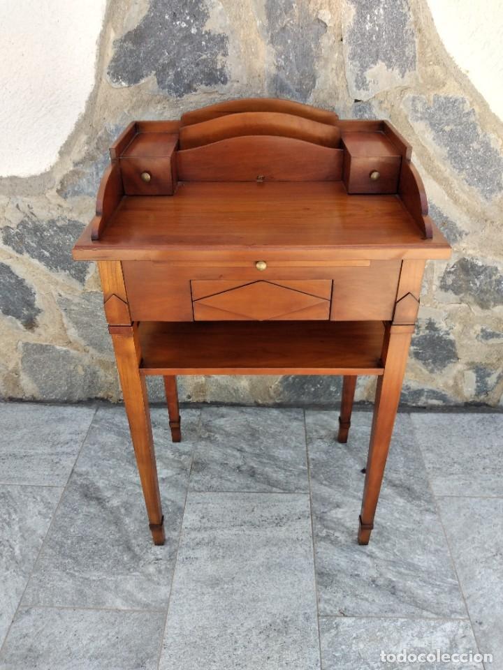 Antigüedades: Antiguo escritorio auxiliar con bandeja ,cajones y porta cartas. años 20/30 - Foto 2 - 274184613