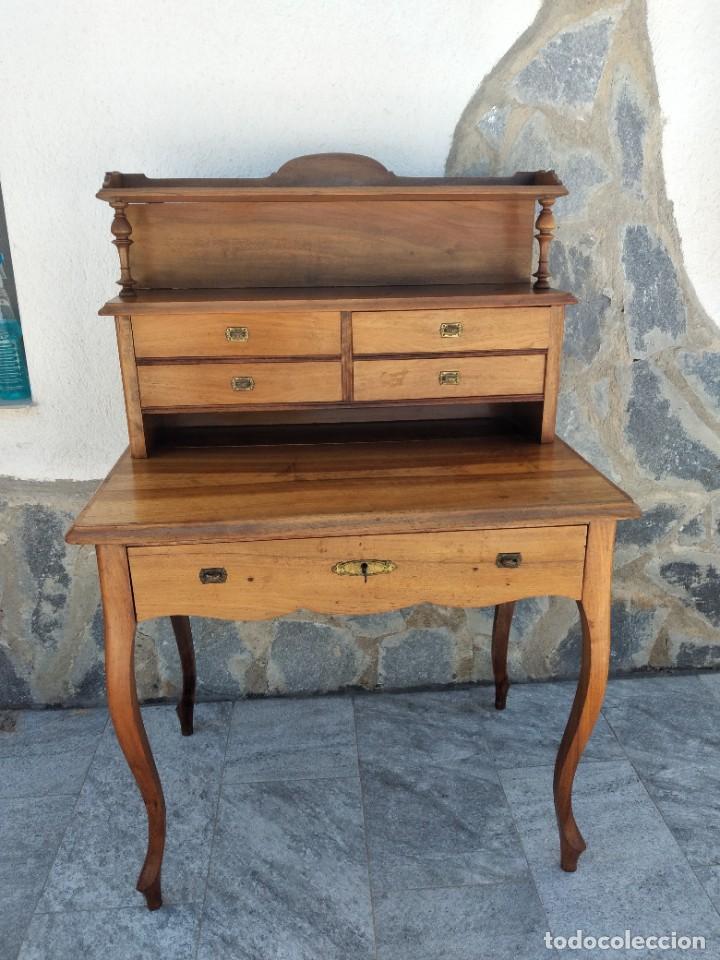 Antigüedades: Antiguo escritorio de madera noble,con 5 cajones y estante para libros.sirca 1920,con llave original - Foto 2 - 274210678