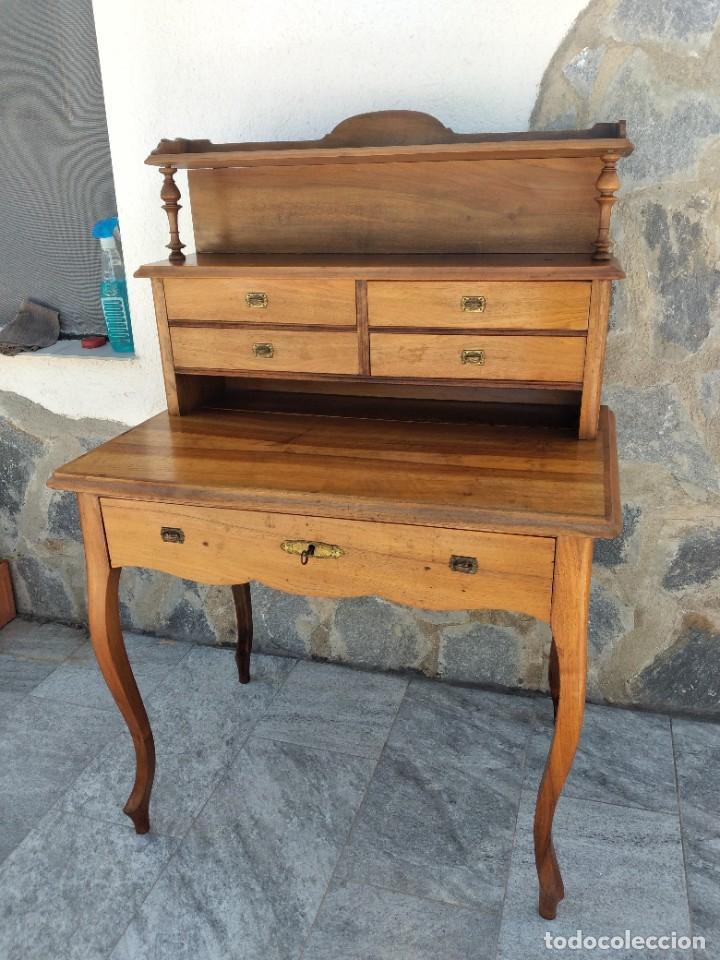 Antigüedades: Antiguo escritorio de madera noble,con 5 cajones y estante para libros.sirca 1920,con llave original - Foto 3 - 274210678