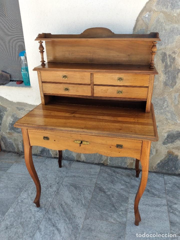Antigüedades: Antiguo escritorio de madera noble,con 5 cajones y estante para libros.sirca 1920,con llave original - Foto 4 - 274210678