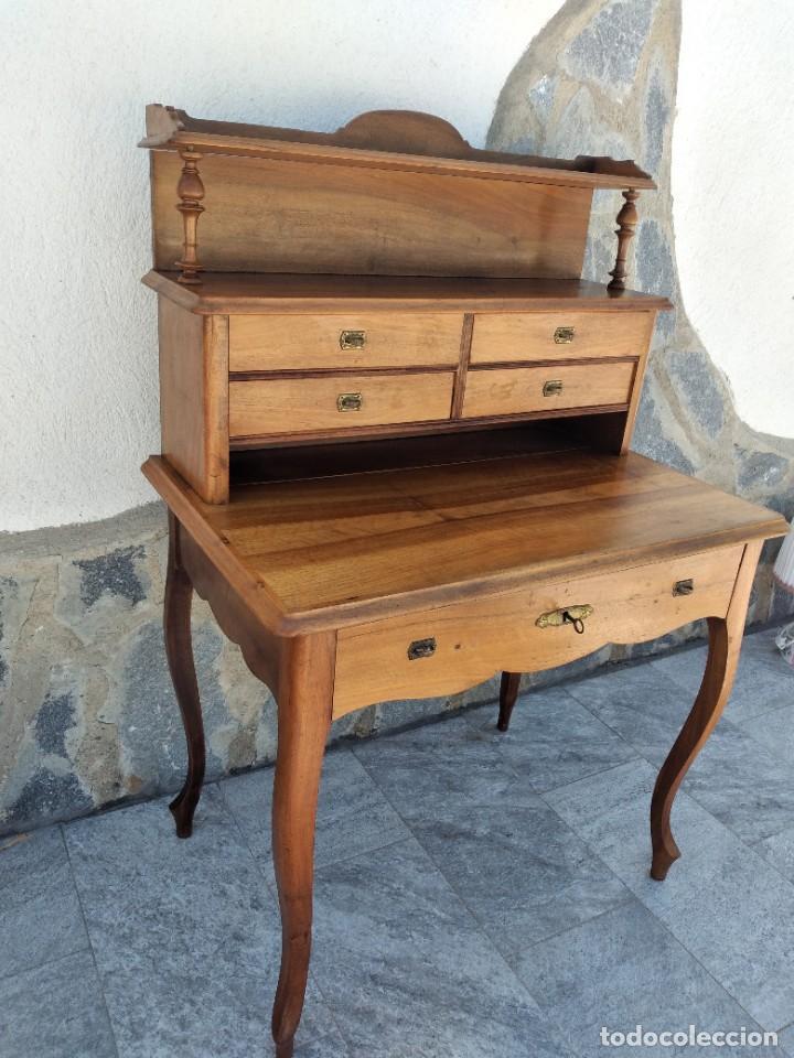 Antigüedades: Antiguo escritorio de madera noble,con 5 cajones y estante para libros.sirca 1920,con llave original - Foto 5 - 274210678