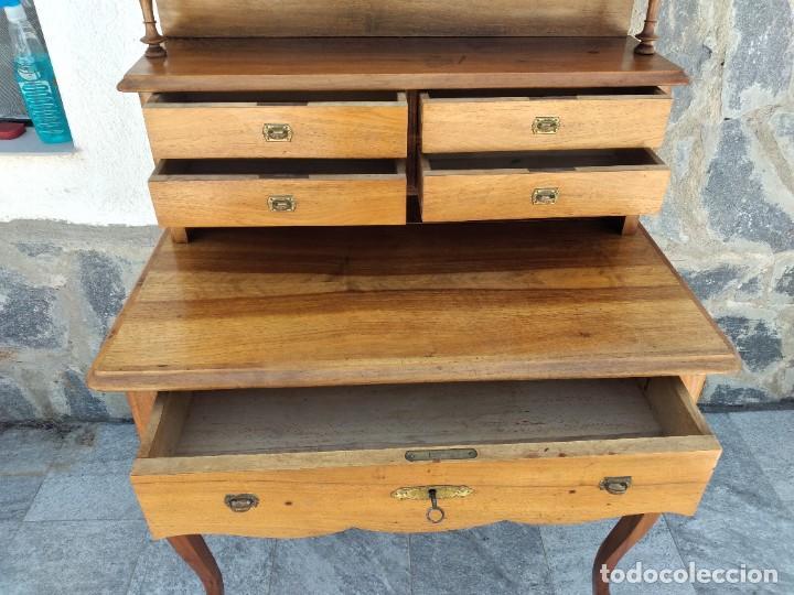Antigüedades: Antiguo escritorio de madera noble,con 5 cajones y estante para libros.sirca 1920,con llave original - Foto 7 - 274210678