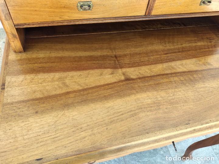 Antigüedades: Antiguo escritorio de madera noble,con 5 cajones y estante para libros.sirca 1920,con llave original - Foto 11 - 274210678