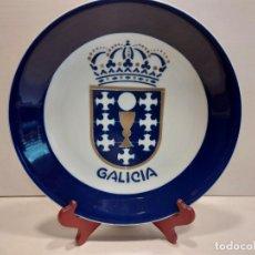 Antigüedades: SARGADELOS O CASTRO / PLATO CON ESCUDO DE GALICIA / EDICIÓN LIMITADA 150 PIEZAS-NUMERADA / 26.5 CM Ø. Lote 274213223