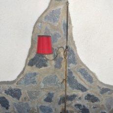 Antigüedades: ANTIGUA LAMPARA DE PIE DE BRONCE Y LATON CON TULIPA ROJA, CASQUILLO RAR.. Lote 274214483