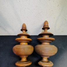Antigüedades: PAREJA DE BELLOTAS REMATE CABEZAL DE CAMA. Lote 274285713