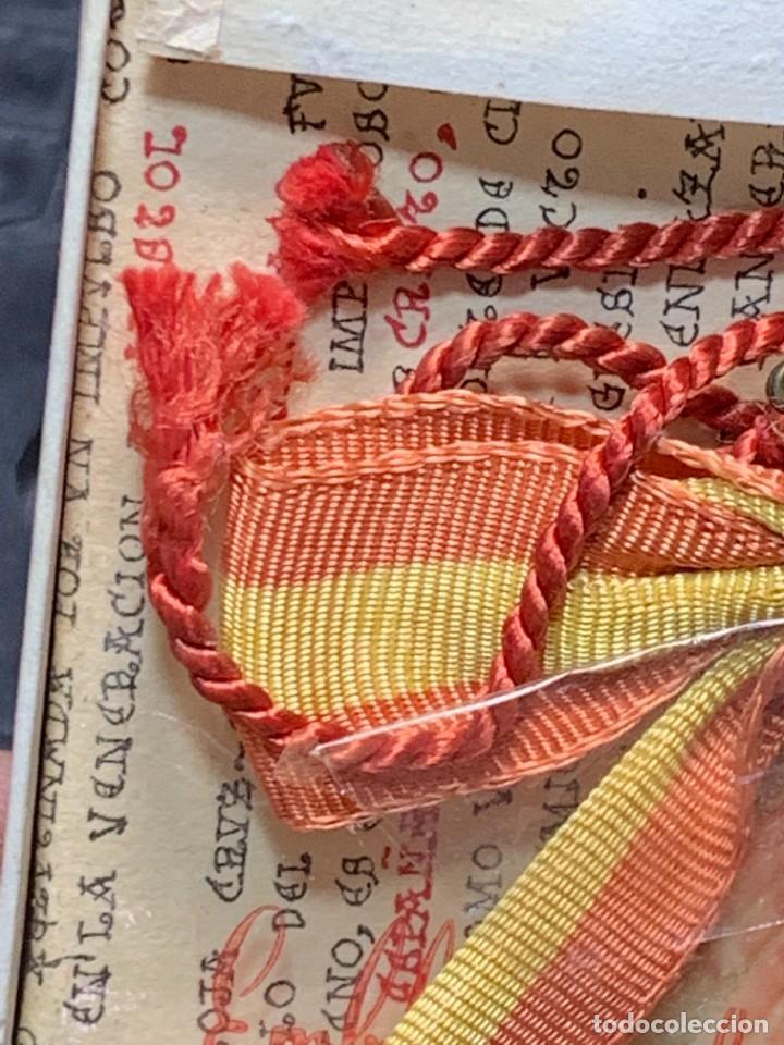 Antigüedades: EMBLEMA PEREGRINACIONES SANTIAGO DE COMPOSTELA CONCHA AUTENTICA 1954 AÑO SANTO JACOBEO 11X8CMS - Foto 9 - 274345093