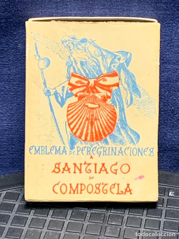 Antigüedades: EMBLEMA PEREGRINACIONES SANTIAGO DE COMPOSTELA CONCHA AUTENTICA 1954 AÑO SANTO JACOBEO 11X8CMS - Foto 10 - 274345093